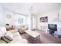 Clapham- 3 Double bedroom flat near Clapham Common, Communal gardens, private car park, bike storage