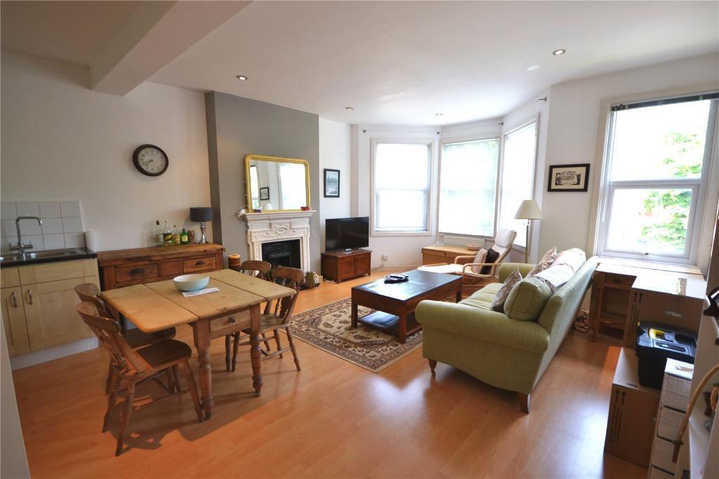 2 bedroom flat in Langham Road, Turnpike Lane, N15