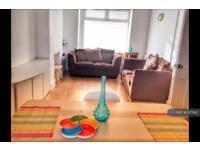 3 bedroom house in Wilson Street, Cardiff, CF24 (3 bed)