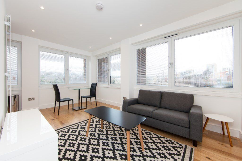 LUXURY DESIGNER FURNISHED 1 BEDROOM APARTMENT IN LEWISHAM BY STATION AND DLR WITH BALCONY