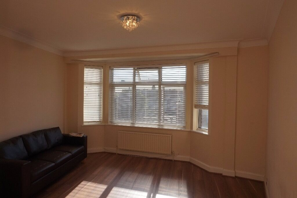 Bright & airy spacious second floor 2 bedroom flat on Brook Court, Harrow Road, Leytonstone E11