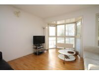 Large room, all bills incl, weekly cleaner, high speed internet, on site maintenance team