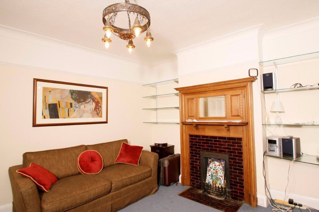 A spacious one bedroom ground floor maisonette in Wimbledon and close to the local amenities.