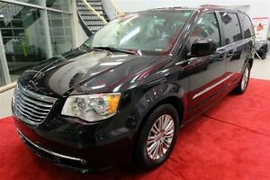 2016 Chrysler Town & Country Touring-
