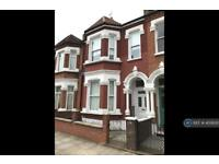 3 bedroom house in Quarry Road, London, SW18 (3 bed)