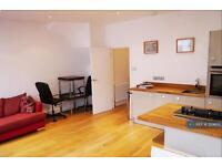 1 bedroom flat in Gloucester Terrace, London, W2 (1 bed)