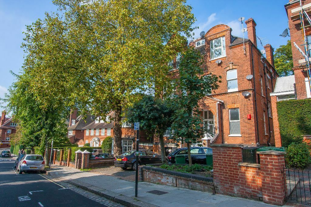 Charming TWO DOUBLE BEDROOM flat close to HAMPSTEAD