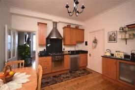 2 bedroom flat in Colney Hatch Lane, Muswell Hill, N10