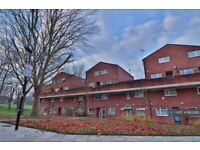 2 bedroom flat in Priors Field, Northolt, UB5 (2 bed) (#863365)
