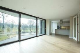 2 bedroom flat in Bishops Wood Court, 29-31 Aymer Road, N2