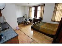 1 bedroom flat in Bowes Road, Bounds Green