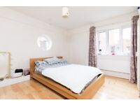 ** HUGE MODERN THREE DOUBLE BED FLAT IN DENMARK HILL FURNISHED**