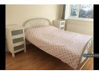 1 bedroom in Denmark Hill, London , SE5