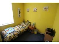 3 bedroom flat in Sackville Road, Heaton