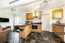 5 bedroom house in Gloucester Road, Guildford, GU2 (5 bed) (#1117143)