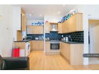 3 bedroom flat in Kirkstall Road, London, SW2 (3 bed)