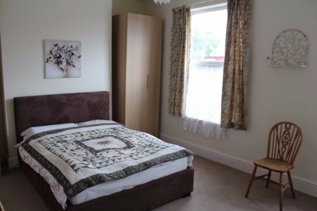 Spacious double room to let in Old Trafford