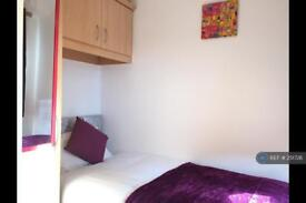 1 bedroom in Chesterton Grove, Manchester, M43