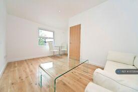 2 bedroom flat in Loftus Road, London, W12 (2 bed) (#1072644)