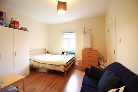 !!!! SPACIOUS TOP FLOOR STUDIO FLAT BETWEEN FINSBURY PARK AND CROUCH END WITH SEPARATE KITTCHEN !!!!