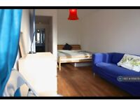 5 bedroom flat in Kentish Town, London, NW5 (5 bed) (#1159079)