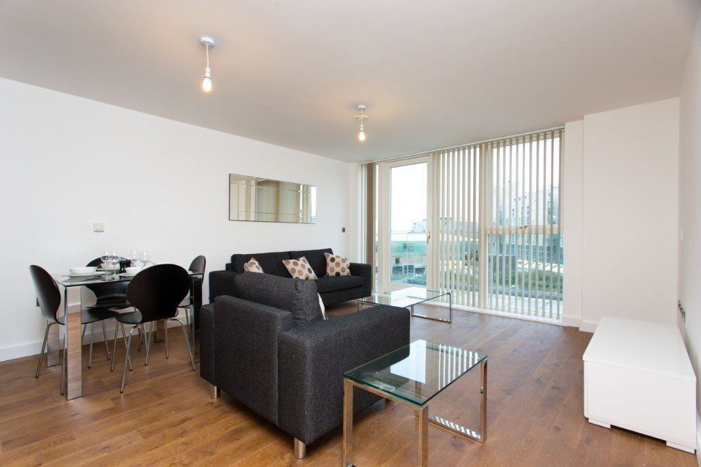 DESIGNER FURNISHED 2 BED 2 BATH WITH RIVER VIEWS IN SE10 GREENWICH - AVAILABLE THIS MONTH!