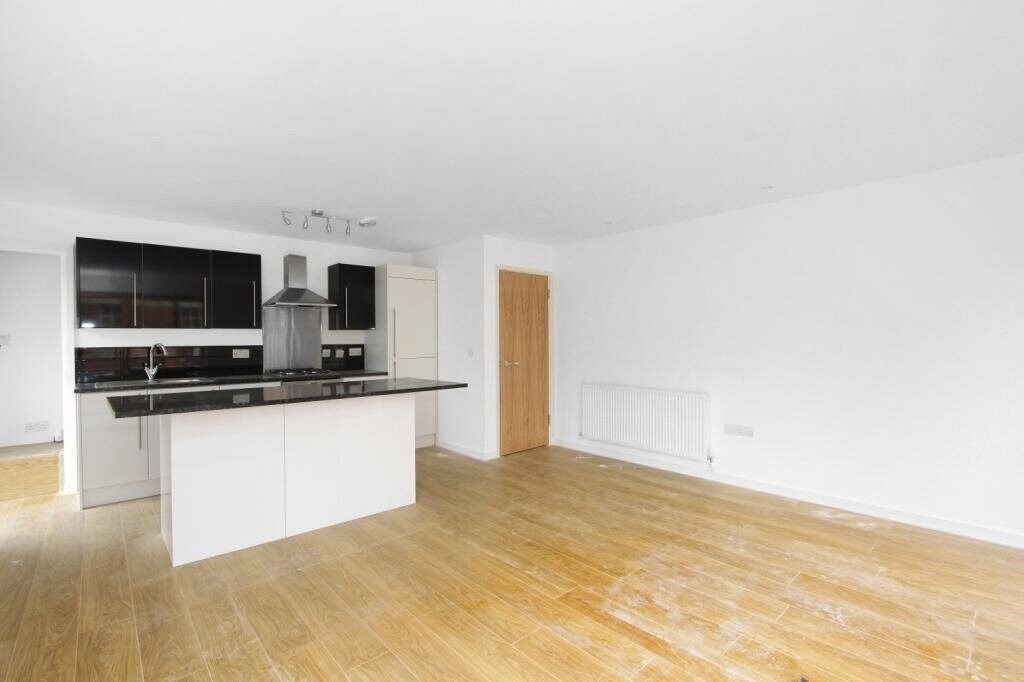 ** High spec and great location - CLAPHAM NORTH - 3 BED **
