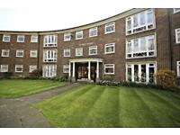 2 bedroom flat in Addiscombe Road, Croydon