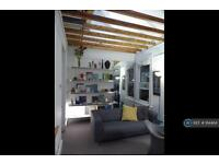 2 bedroom flat in Zenoria Street, London, SE22 (2 bed)