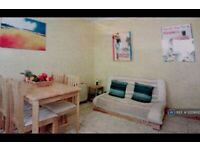 2 bedroom flat in Urquhart Road, Aberdeen, AB24 (2 bed) (#1220600)