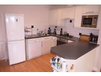 PET FRINEDLY 2 Bed Flat in Pepys Road, Raynes Park, SW20!!