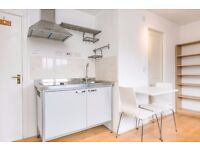 Studio near Elephant Castle 9 min walk to tube station Available for March 6th Come and see!!!