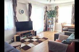 2 bedroom flat in Station Approach, Epsom, KT19 (2 bed)