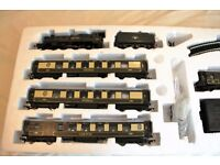 Hornby '00' Western Pullman train set r1048 - Cadbury Castle/set C extension r8017 and controller