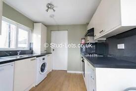 3 bedroom flat in Sixth Avenue, Heaton, Newcastle Upon Tyne, NE6