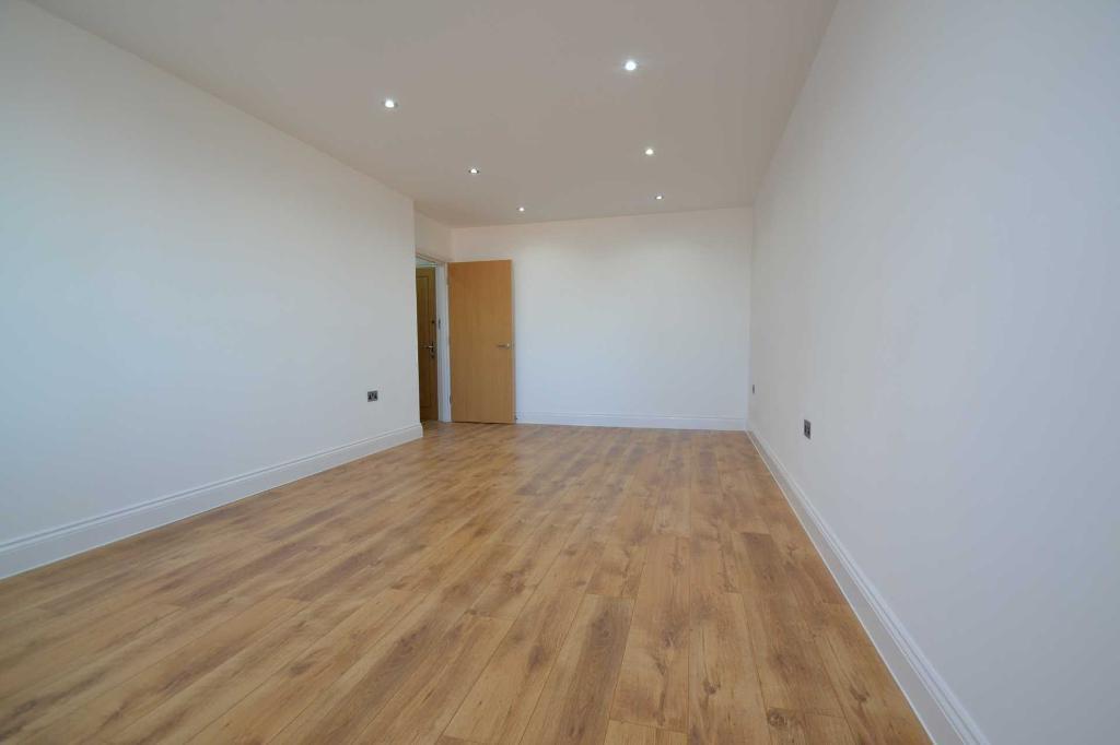 Studio flat in Uxbridge Road, Hayes