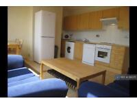 4 bedroom flat in Sherfield Gardens, London, SW15 (4 bed)