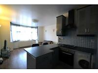 2 bedroom flat in Gunnersbury Avenue, Acton Town