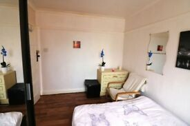 short term cozy double room 5 min from Lewisham station £45 a night