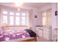Available modern 2 Bed Terraced in Archdale Place, Kingston, KT3!!!with free car park