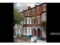 4 bedroom flat in Valmar Road, London, SE5 (4 bed)