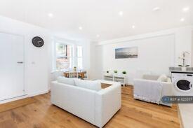 2 bedroom flat in St. John's Hill, London, SW11 (2 bed) (#1123337)