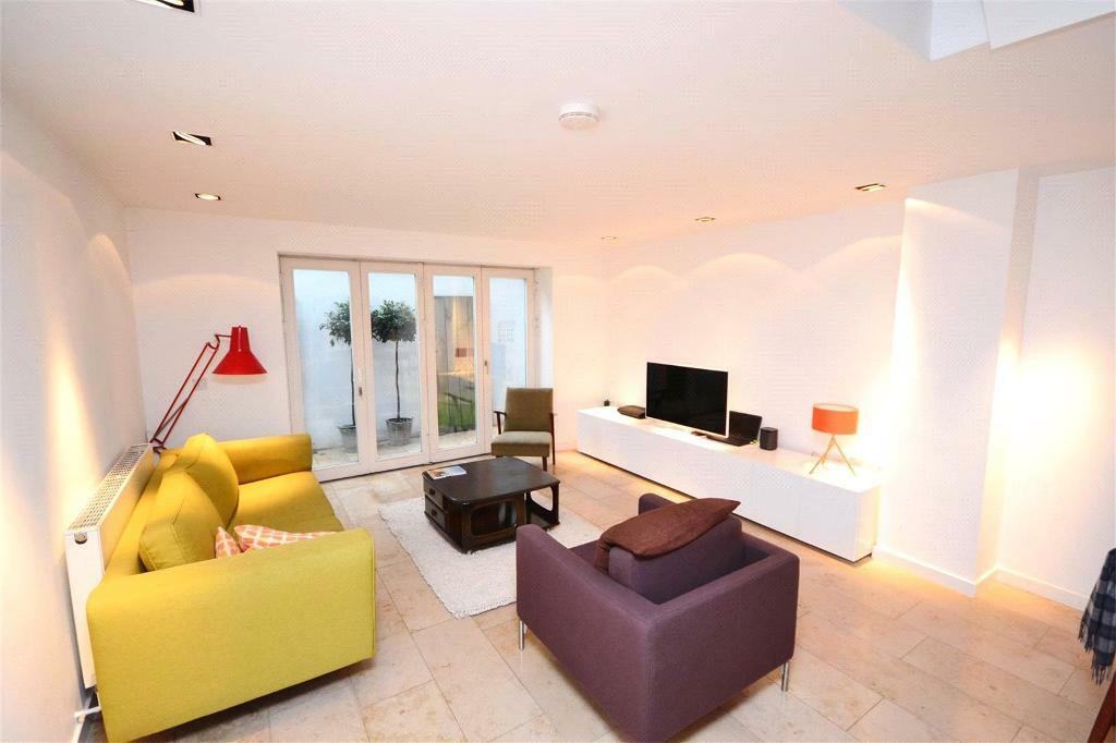 2 bedroom flat in Leighton Road, London, NW5