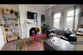 3 bedroom flat in Valmar Road, London, SE5 (3 bed) (#1102706)