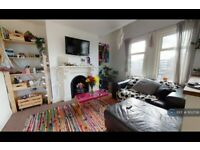 3 bedroom flat in Valmar Road, London, SE5 (3 bed) (#1102706)