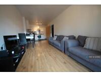 3 bedroom flat in Astral Court, Ruislip, HA4 (3 bed)