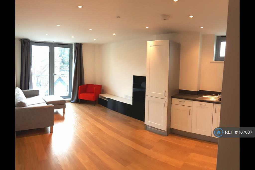 1 bedroom flat in Whytecliffe Road South, Purley, CR8 (1 bed)