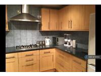 3 bedroom flat in Canning Town, London , E16 (3 bed)