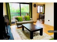 2 bedroom flat in Morley Road, Farnham, GU9 (2 bed)