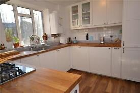 3 bedroom flat in Garden House, The Grange, East Finchley, London, N2